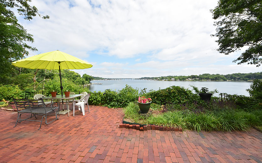 South-River-waterfront-patio-yard3